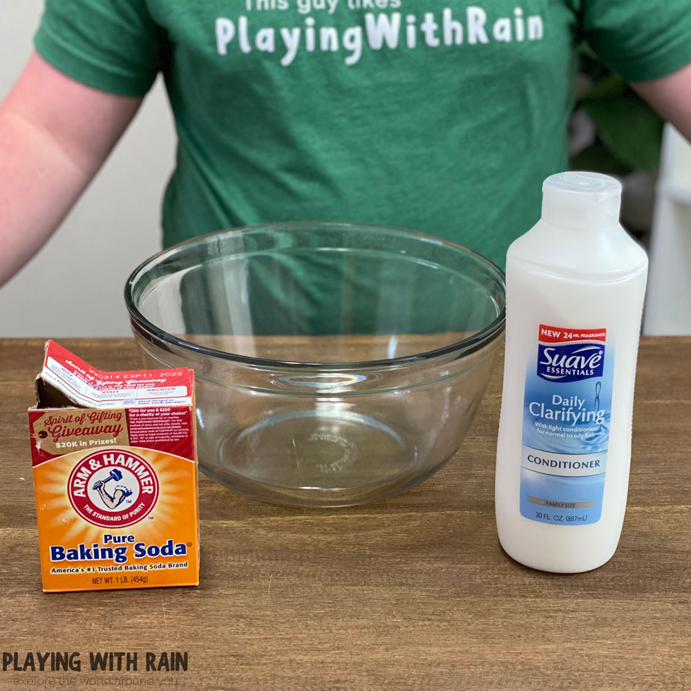 Make snow with baking soda and conditioner
