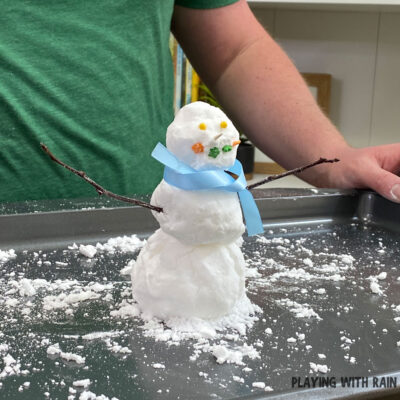 How to Make Snow With Baking Soda