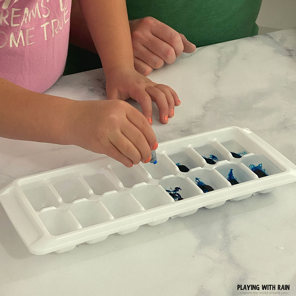 Turning water blue in an ice tray