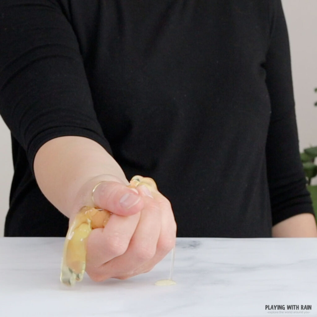 Breaking an egg with one hand experiment