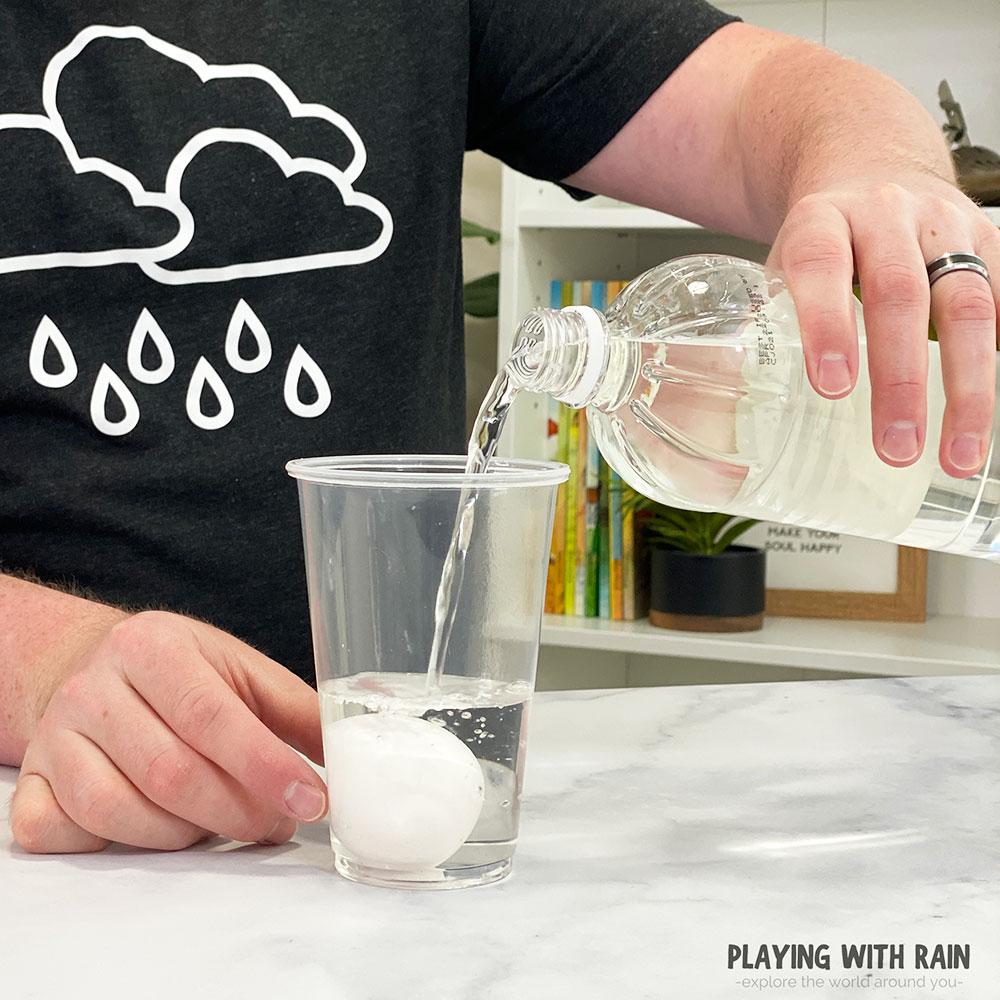 Pour vinegar into a cup